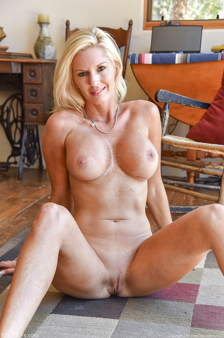 White wife rides fat bbc homemade