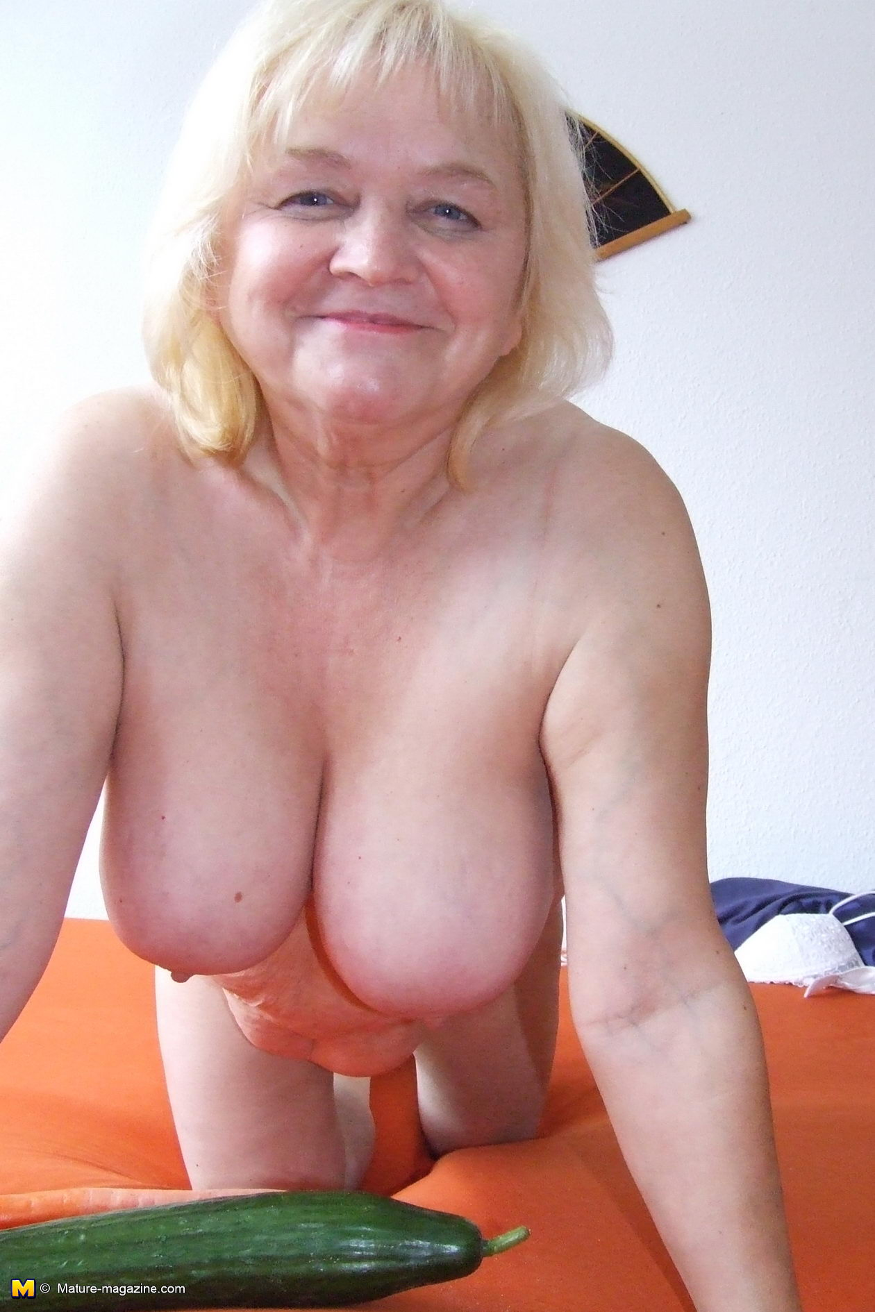 mature women possing nude