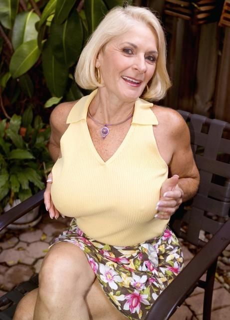 nude housewifes aunty