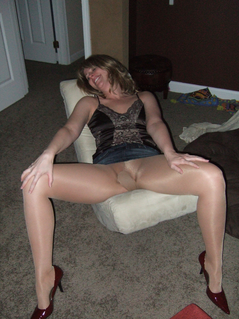 Hot naked milf boots spread